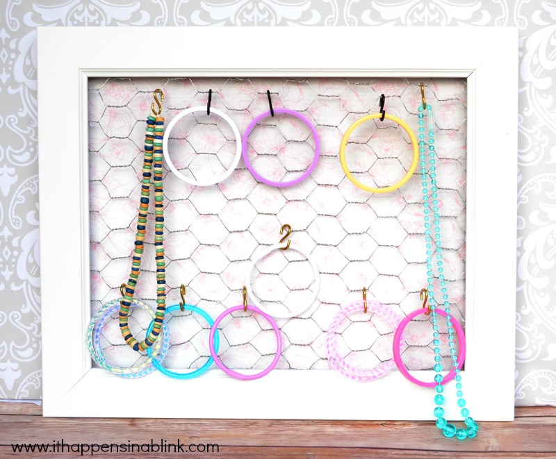 Chicken Wire Jewelry Holder from It Happens in a Blink