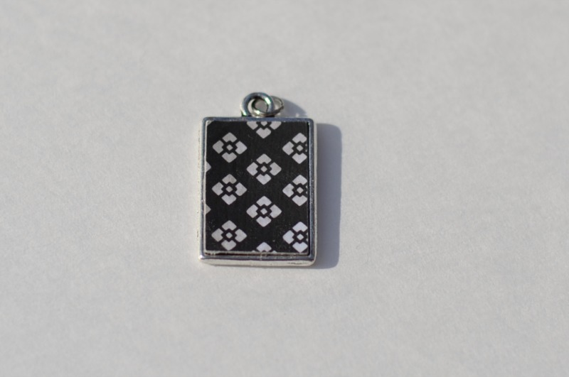Reversible Pendant Necklace from it Happens in a Blink