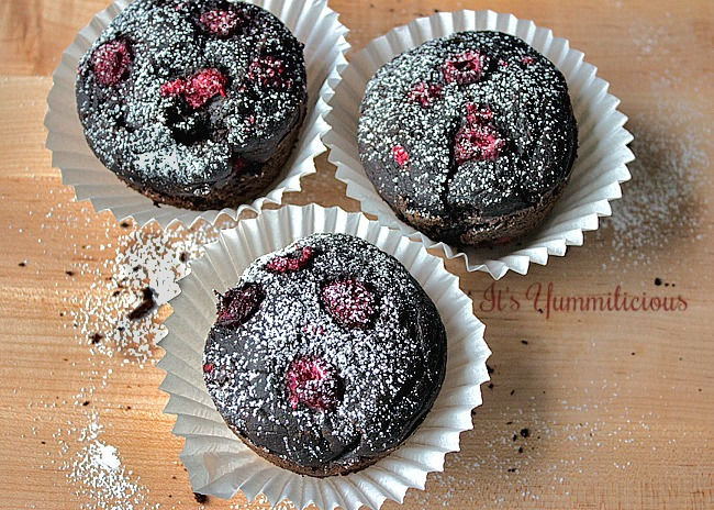 Vegan Chocolate Raspberry Avocado Cakes from It's Yummi
