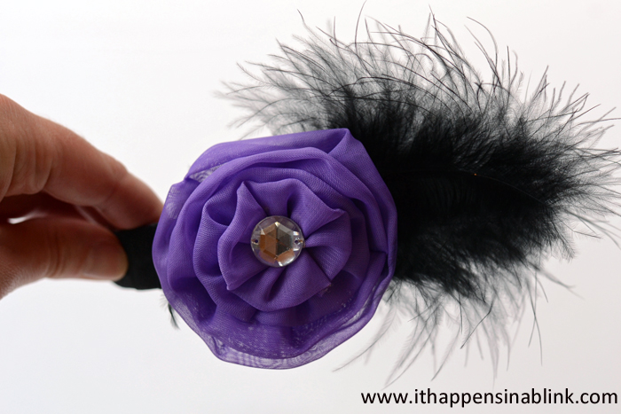 10 Minute Feather Hair Band from ItHappensinaBlink.com