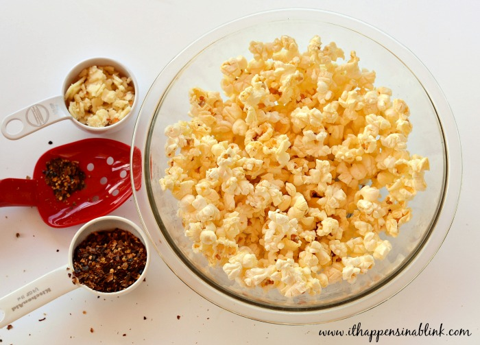 Spicy Pepperjack Popcorn from ItHappensinaBlink.com #PerfectPop #GoodbyeBurntPopcorn #ad