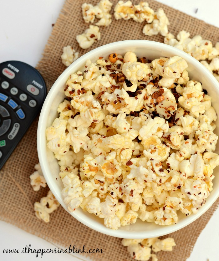Spicy Pepperjack Popcorn from ItHappensinaBlink.com #PerfectPop #GoodbyeBurntPopcorn #ad