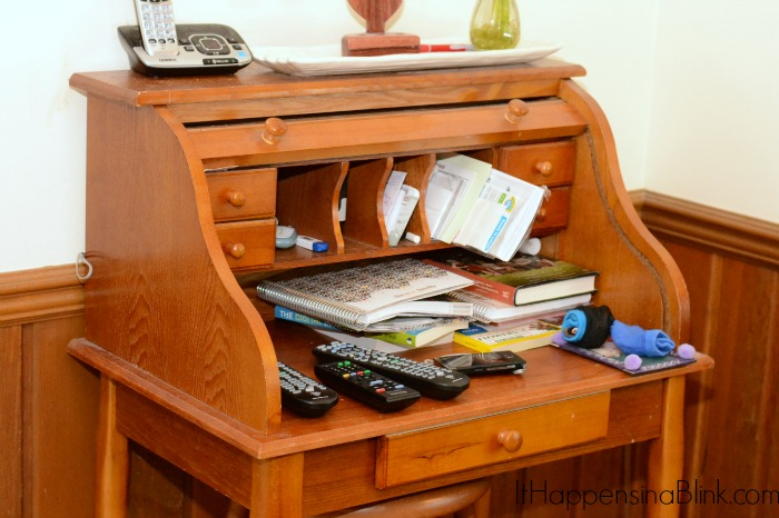 Simple Tips for Organizing a Small Desk Space from ItHappensinaBlink.com