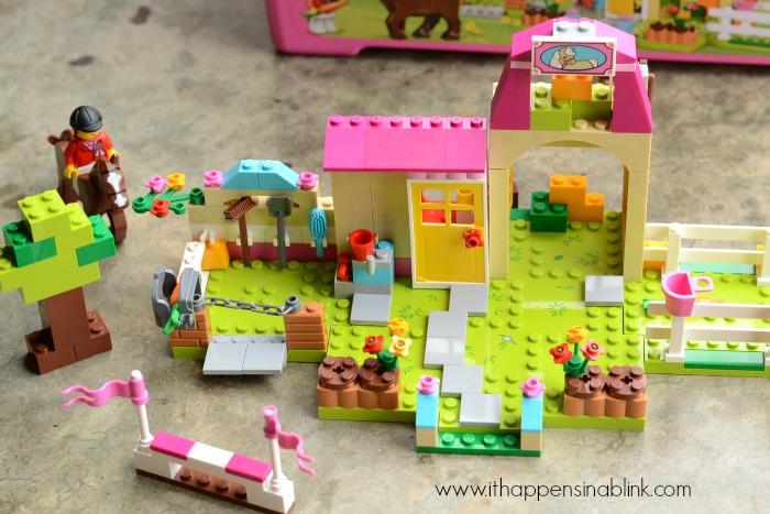 Inspiring Creativity with LEGOS Juniors #LegoJuniorMakers #sponsored