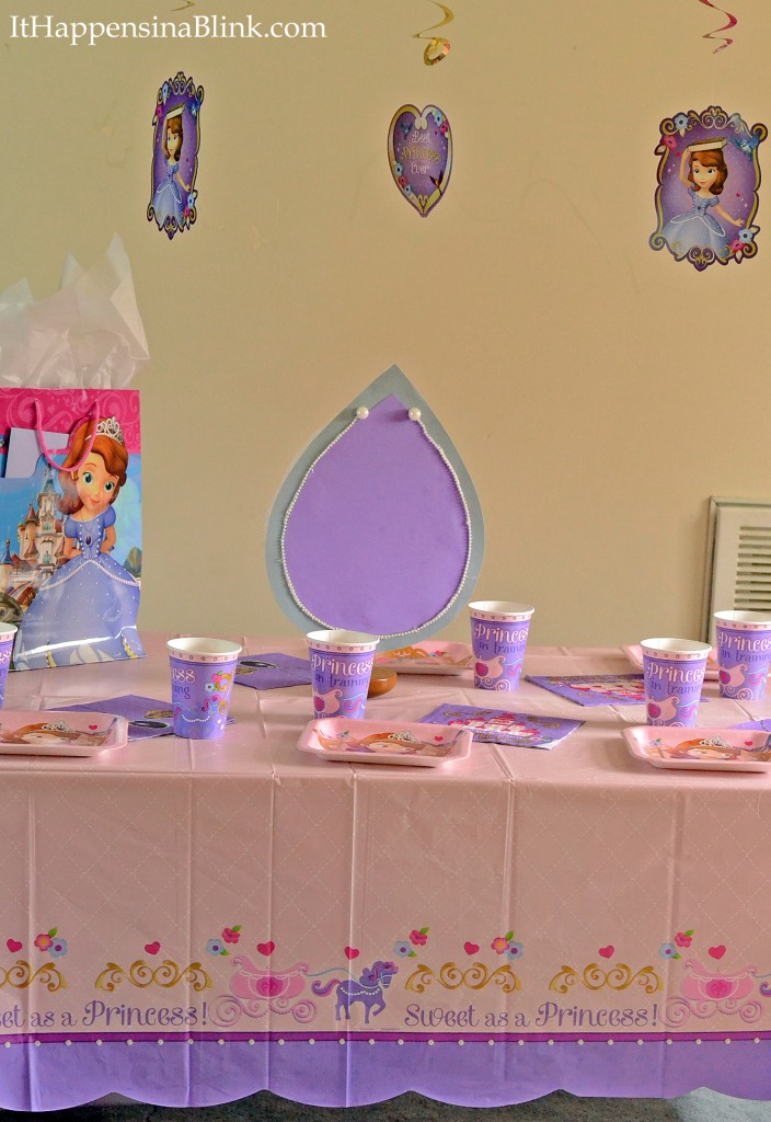 Easy Amulet Centerpiece #JuniorCelebrates #shop #cbias