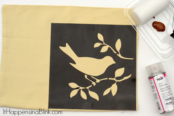 Easy Painted and Stenciled Pillow Cover   |   ItHappensinaBlink.com
