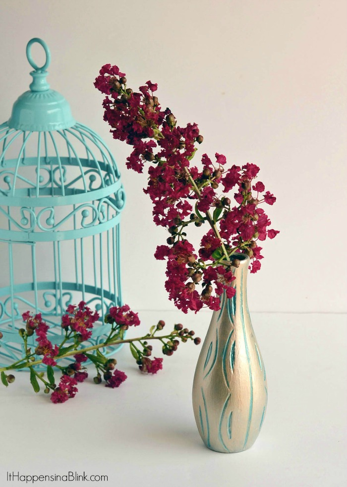Upcycled Painted Vase |  ItHappensinaBlink.com  |  Turn a vase from drab to fab with metallic paints
