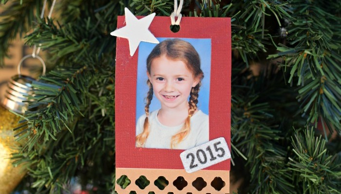 Easy Photo Ornament | AD #InkjetGlitter | Use Core'dinations Glitter Prints and card stock to create an inexpensive and easy Christmas ornament