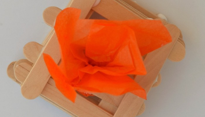 Altar Craft for kids | Part of the Craft Through the Bible series | Make an altar craft with mini craft sticks to accompany the story of Abraham and Isaac