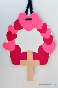 Heart and Cross Valentine's Day Wreath | Valentine's Day kid's craft that is great for children's church or Sunday School
