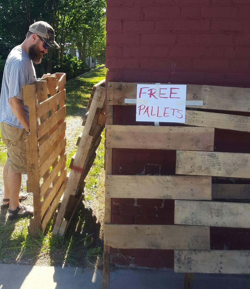 Free wood pallets AD