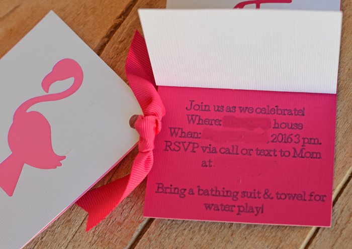 The Flamingo Party Invitations made with the Cricut Explore Air are super cute!