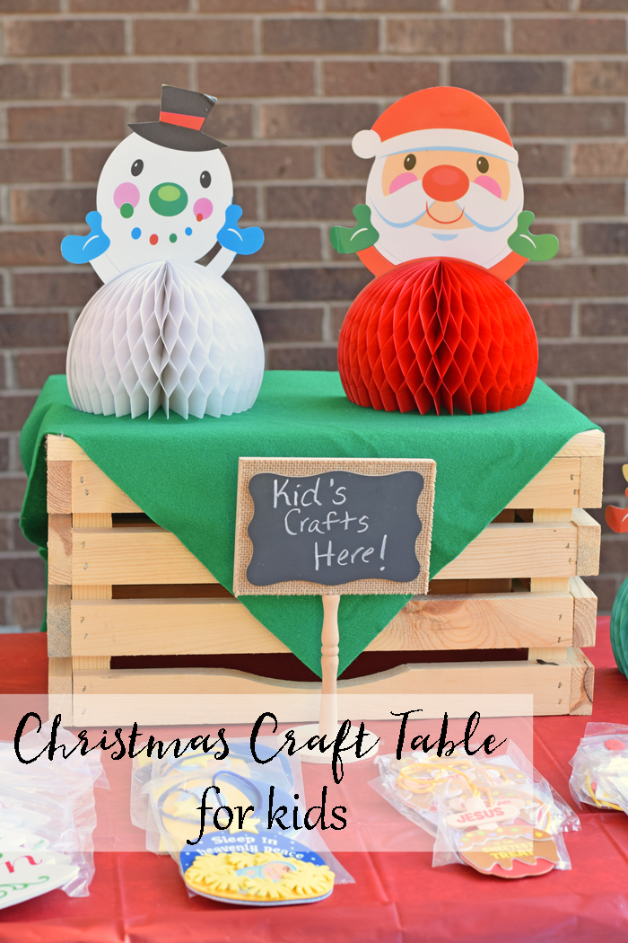 This Christmas Craft Table for kids is a fun addition to a Christmas party! AD