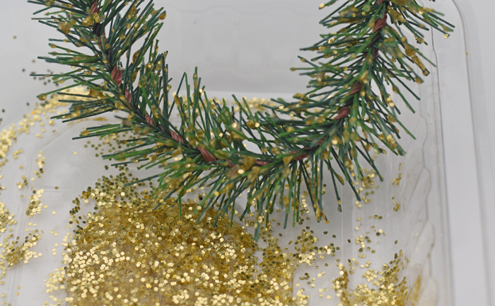 Gold Tip Wreath Ornament