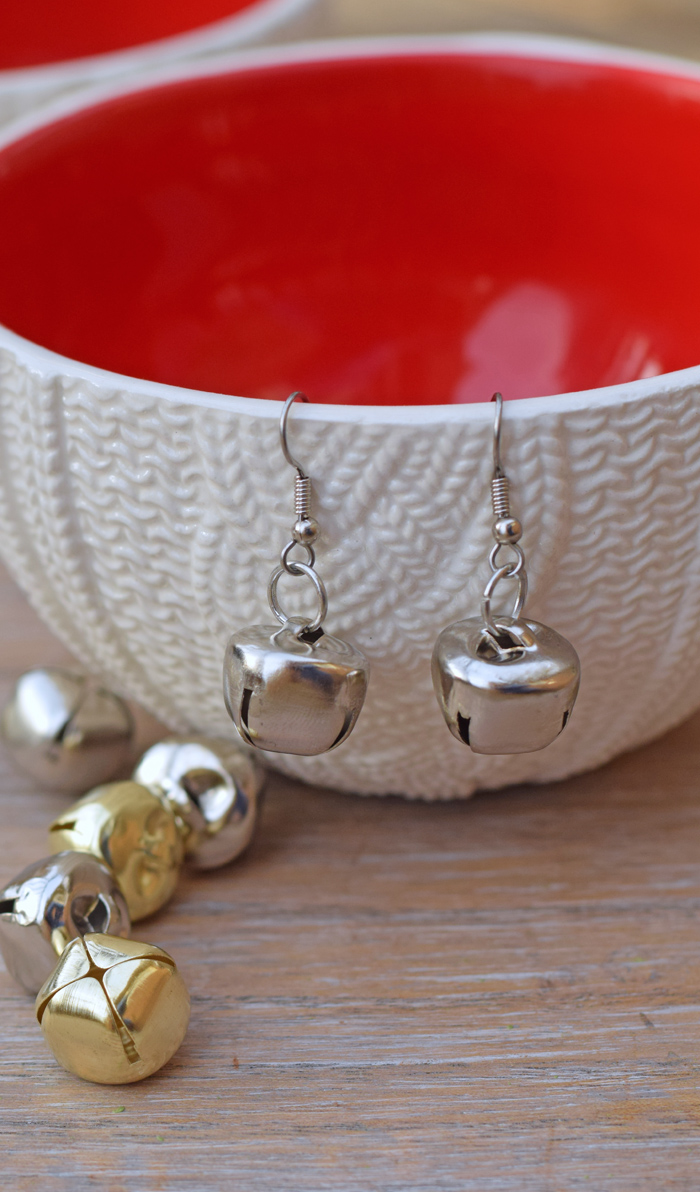These DIY Jingle Bell Earrings are the perfect beginner jewelry project and make great Christmas gifts! AD