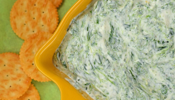 Spinach and Garlic Yogurt Dip for Game Day