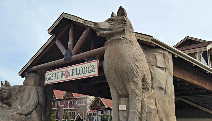A Great Wolf Lodge Family Trip: Save or Splurge?