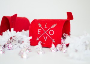 DIY Valentines Mailbox from Frenchie