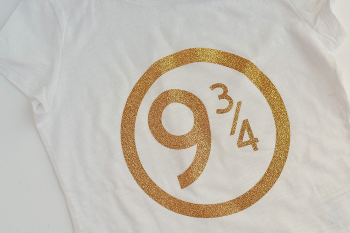 This Platform 9 and 3/4 Iron-on Shirt is made with the Cricut Explore Air 2 and Cricut Iron-on Vinyl AD
