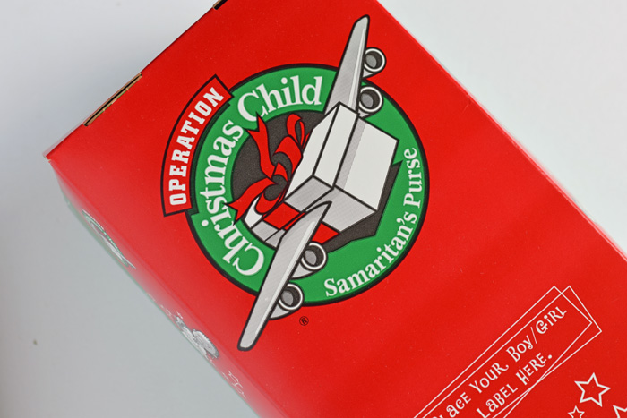 packing an operation christmas child shoe box - Operation Christmas Child Shoeboxes