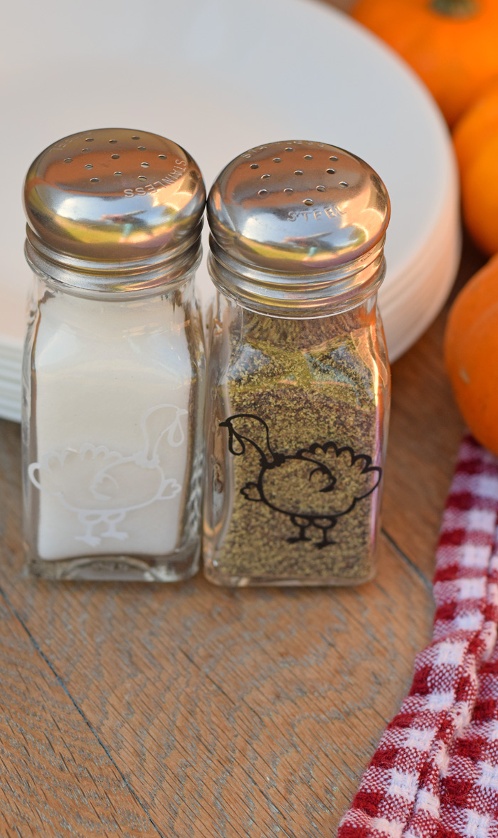 Turkey Salt and Pepper Shakers for Thanksgiving made with the Cricut