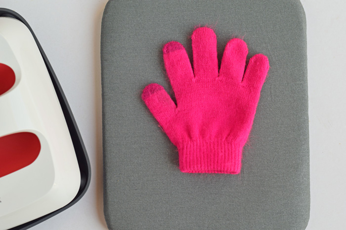 Winter Gloves with the Cricut machine and Cricut EasyPress 2 AD