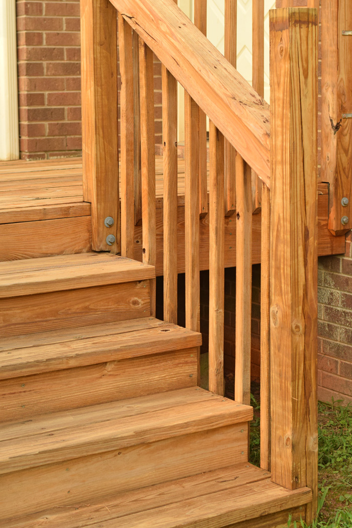 Tips for Re-staining a Deck AD
